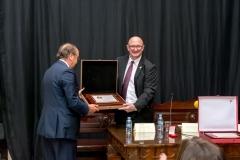 Mariano-Duran-CVCA-entrega-Medalla-decano-Jesus-Muñoz